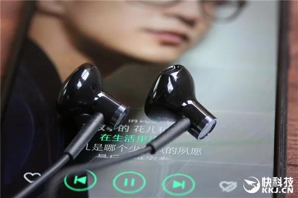 Компания Xiaomi представила керамические наушники Dual-Unit Half-Ear