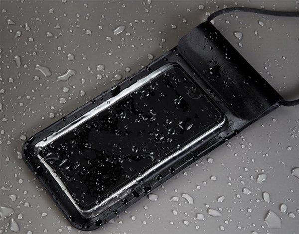 Xiaomi выпустила водонепроницаемый чехол для девайсов сдиагональю до6 дюймов