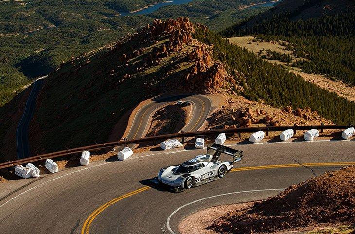 Необычайный спорткар от VW установил новый рекорд натрассе Пайс-Пик