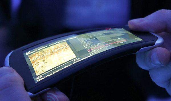 Новый OLED-дисплей от Самсунг выдерживает падение с1,8-метровой высоты