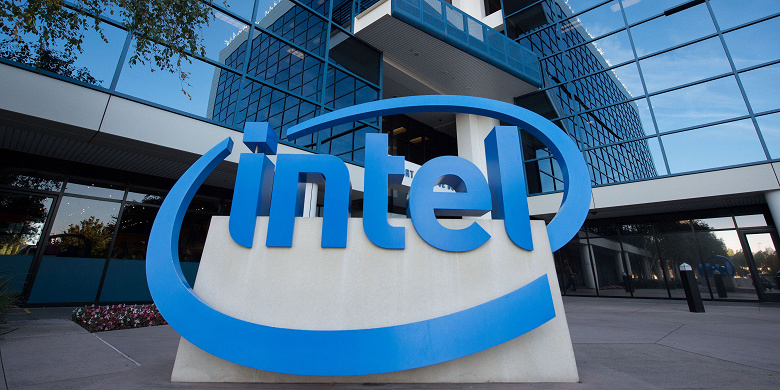 Доход Intel за год уменьшился на 3%, чистая прибыль — на 17%