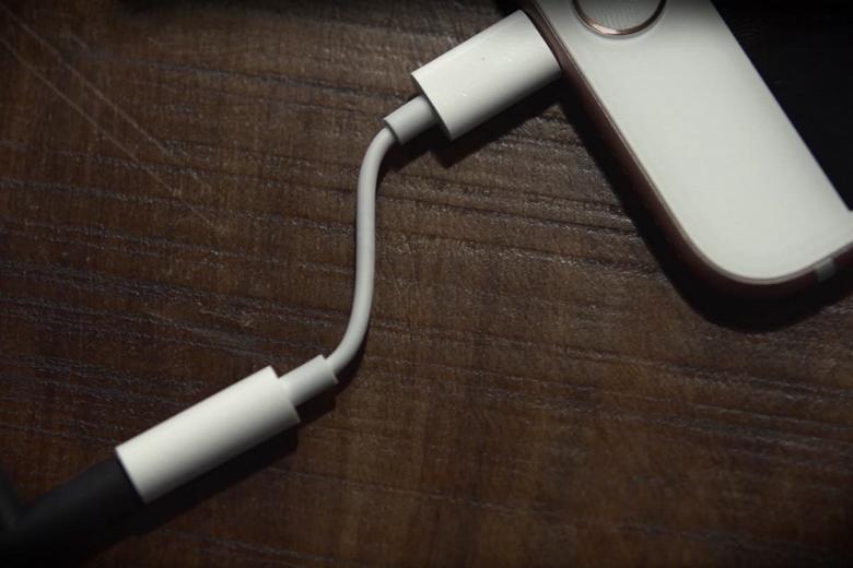 В коробках с новыми смартфонами iPhone не будет адаптера для подключения наушников с разъемом 3,5 мм