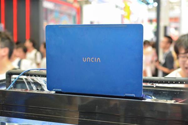 В КНР показали 1-ый вмире непотопляемый ноутбук