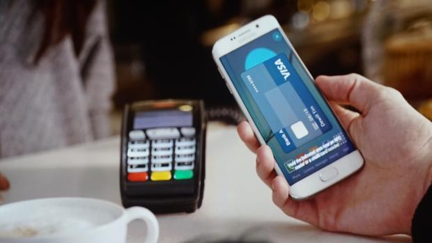 Сервис Samsung Pay опережает Apple Pay по количеству транзакций, хотя первый был запущен позже второго