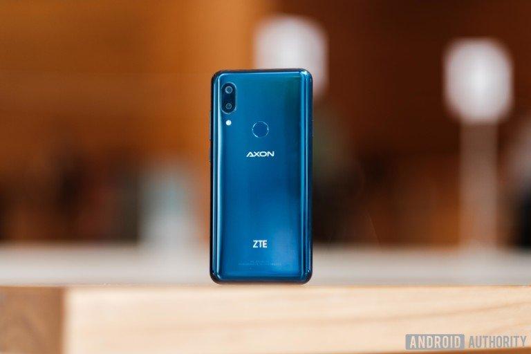 ZTE Axon 9 Pro — клон iPhone X со стереодинамиками, экраном AMOLED и NFC