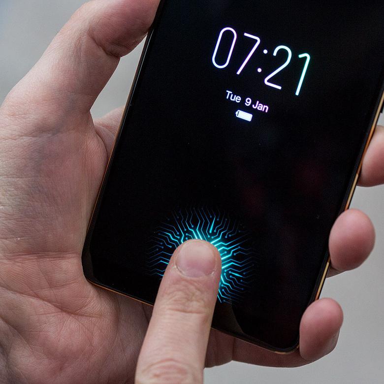 Дактилоскопические датчики, встроенные в экран, станут стандартом де-факто уже в будущем году