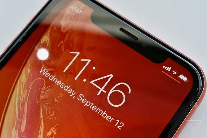 Смартфон iPhone XR выйдет позже старших моделей из-за проблем с экранами и ПО