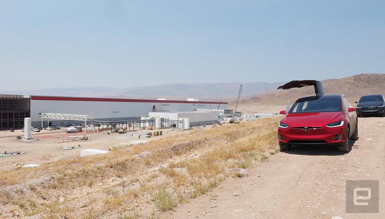 На заводе Tesla Gigafactory вспыхнул пожар