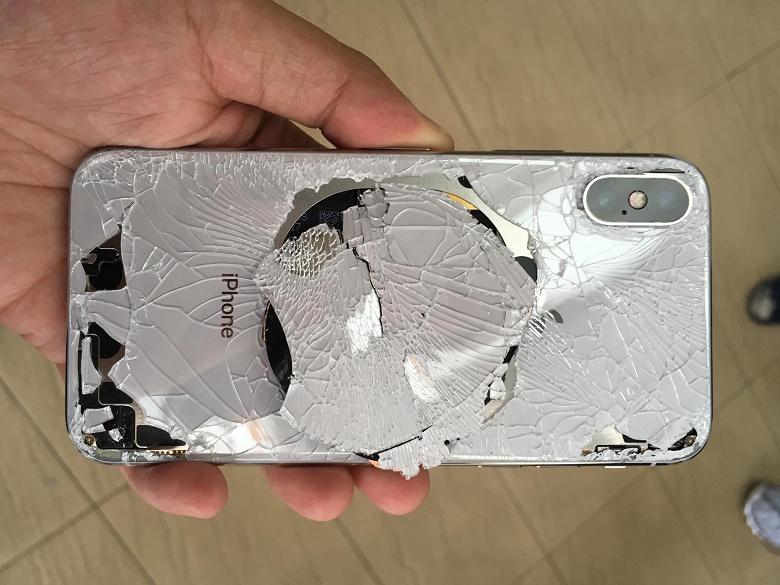 Стоимость замены заднего стекла в iPhone XS Max равна стоимости нового смартфона iPhone 8