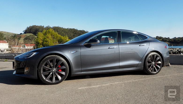Tesla больше не будет предлагать опцию «полностью самоуправляемого движения»