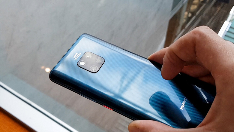 Продажи смартфонов в Китае за год сократились на 10,5%