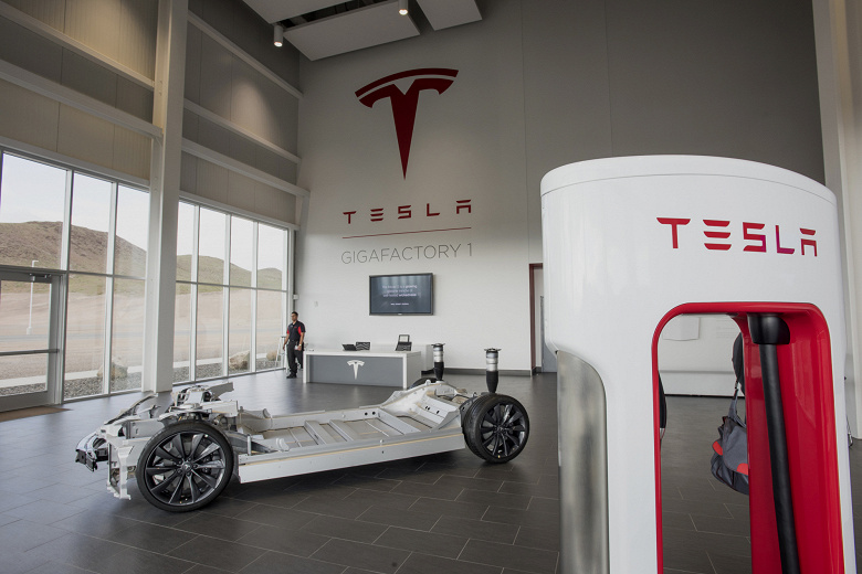 В США на Tesla подали в суд за неуплату налогов