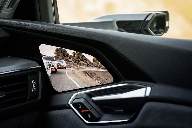 Назван поставщик экранов OLED для виртуальных зеркал электромобиля Audi e-tron