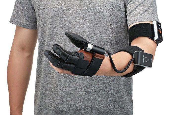 Роботизированная перчатка NeoMano призвана помочь людям с параличом руки