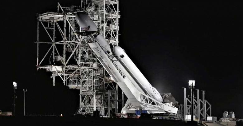 Ракета Falcon Heavy выполнит первый государственный заказ в начале следующего года