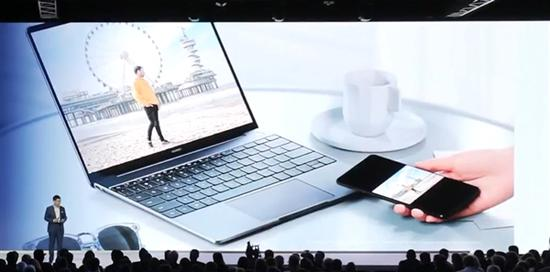 Новый ноутбук Huawei MateBook сможет принять 1000 фотографий со смартфона Mate 20 за 2 секунды