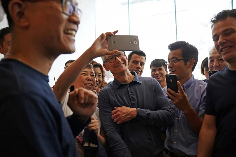 Глава Apple отправился в Китай, чтобы исправить ситуацию с «неутешительными» продажами новых смартфонов