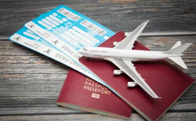 Владельцы новых iPhone тратят вдвое больше на покупку авиабилетов