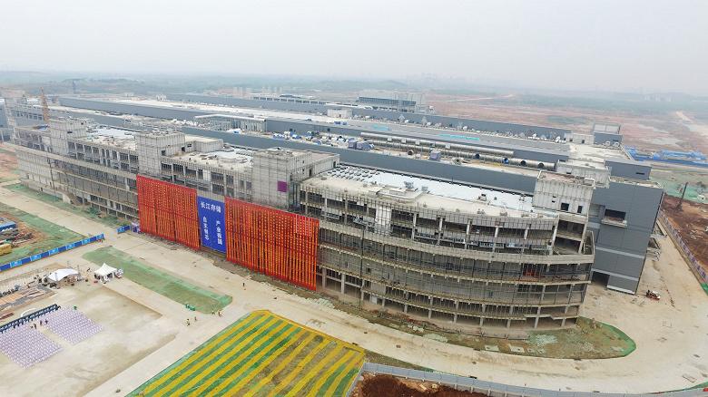 Начато строительство новой фабрики Tsinghua Unigroup, которая будет выпускать флэш-память 3D NAND