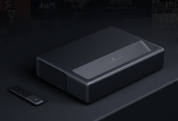 4К-проектор Xiaomi выводит изображение диагональю 100 дюймов с расстояния 24 см