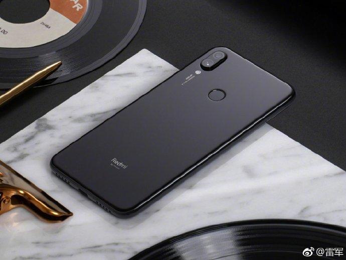 1-ый смартфон отRedmi, который отделился откомпании Xiaomi появился навидео