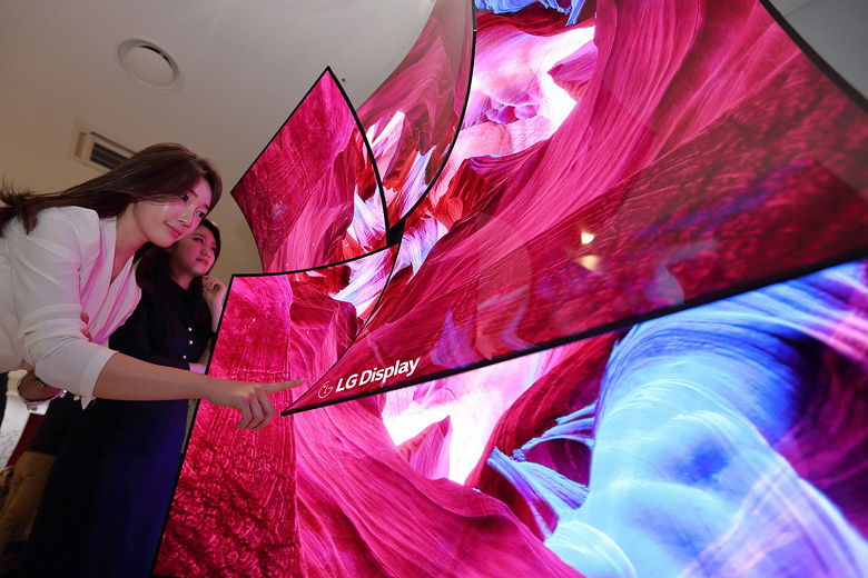 Компания LG Display привезла на CES 88-дюймовый дисплей OLED 8K, способный излучать многоканальный звук