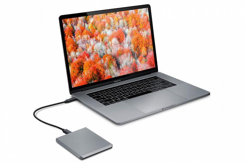 Внешний накопитель LaCie Mobile Drive объемом до 5 ТБ оснащен разъемом USB-C