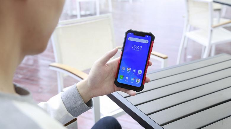 Прочнее, чем Xiaomi Redmi Note 7: на видео смартфон Ulefone Armor 6 бросают, взрывают и даже купают в кипятке