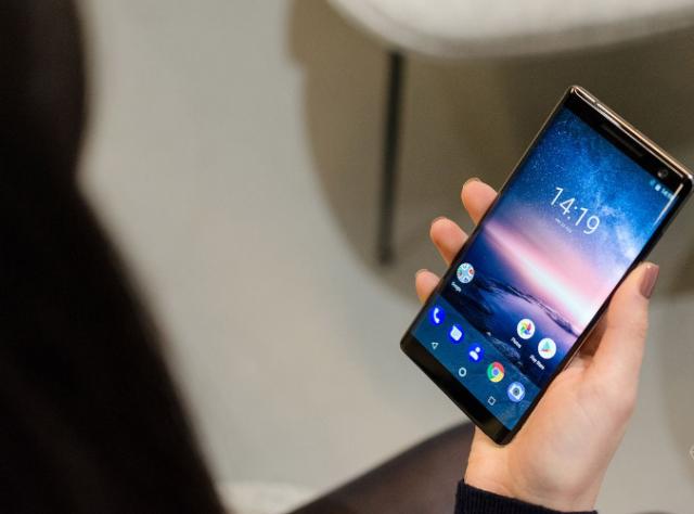 Nokia 8 Sirocco получил стабильную версию Android 9.0 Pie