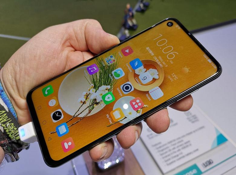 Не хуже Samsung Galaxy A8s и Huawei Nova 4: смартфон HiSense U30 тоже имеет круглый вырез экрана и 48-мегапиксельную камеру