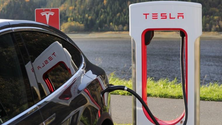 Tesla Model S и Model X с батареями емкостью 75 Вт•ч снимают с производства, с включенным автопилотом электромобили компании попадают в ДТП вдвое реже