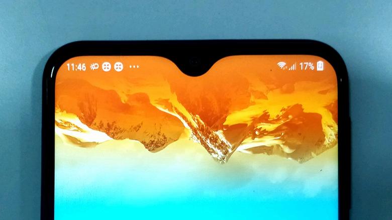 В первом обзоре новинку Samsung хвалят за экран и время работы без подзарядки