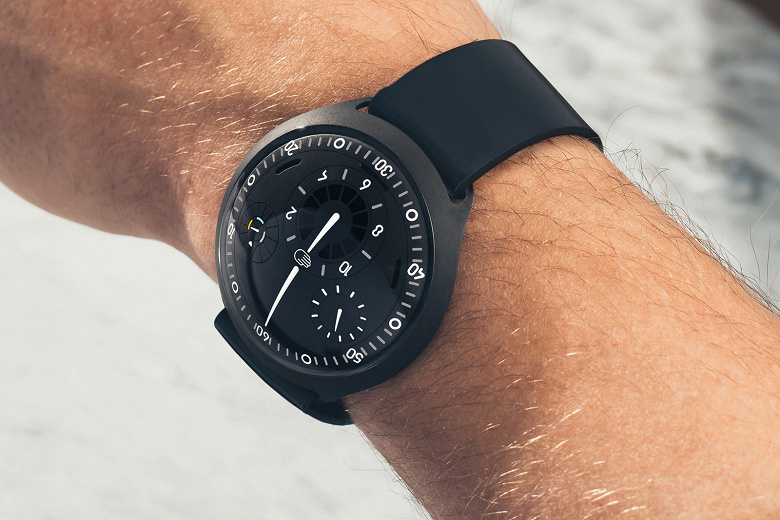 Электромеханические часы Ressence Type 2 оценены производителем в 48 800 долларов