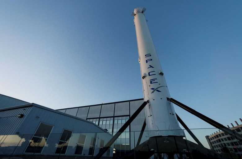 SpaceX сократит 10% сотрудников