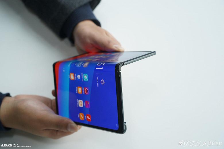 Пыль в глаза. Oppo не собирается выпускать показанный на MWC 2019 гибкий смартфон