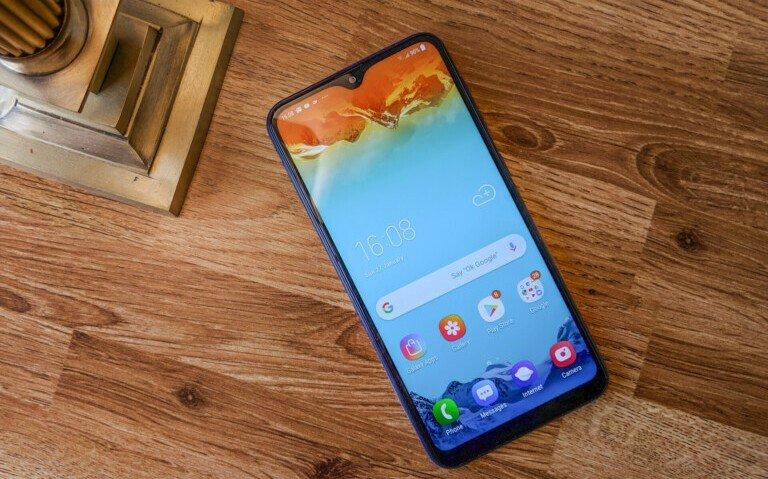 По подсчетам CLSA, компания Samsung сократила поставки дисплеев OLED в этом квартале на 26%