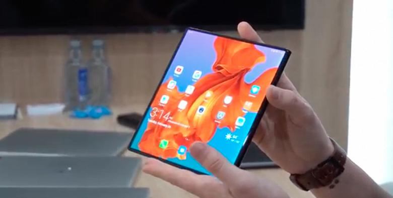 Репортаж с выставки MWC 2019. Складной смартфон Huawei Mate X с гибким экраном опробован в работе