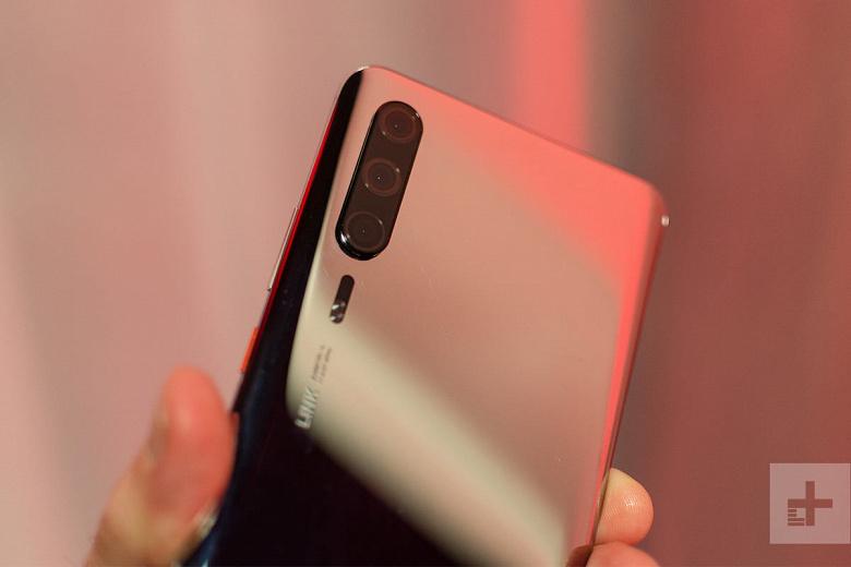 Huawei P30 Pro с тройной камерой позирует на живых фото за месяц до анонса