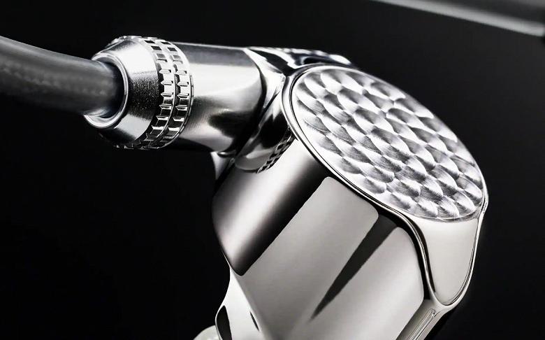 Sony выпустила проводные наушники за $2000