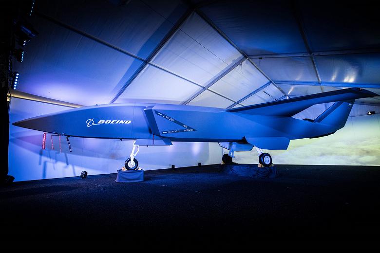 Компания Boeing представила беспилотный истребитель