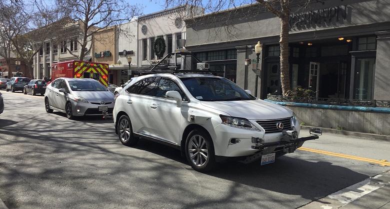 Беспилотные авто Waymo в среднем требуют вмешательства водителя один раз на 18 000 км, а у Apple — на 1,8 км