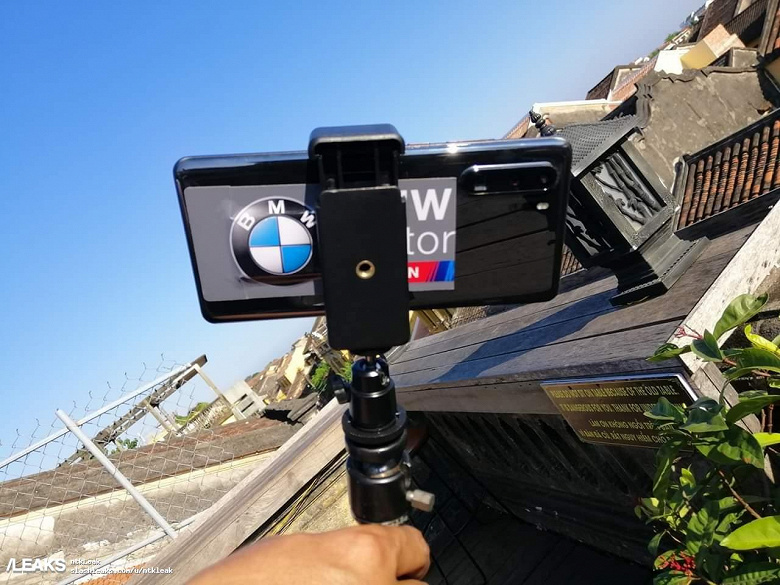 Фотогалерея дня: настоящий флагманский камерофон Huawei P30 Pro в руках у главы Huawei