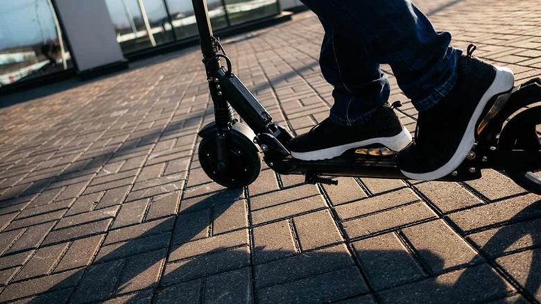 За год в США зафиксировано более 1500 травм, связанных с электрическими скутерами и самокатами