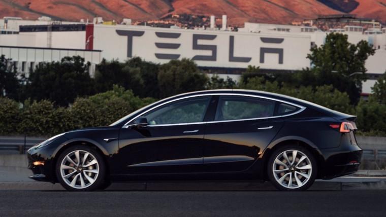 Tesla поставила первые Model 3 вЕвропу