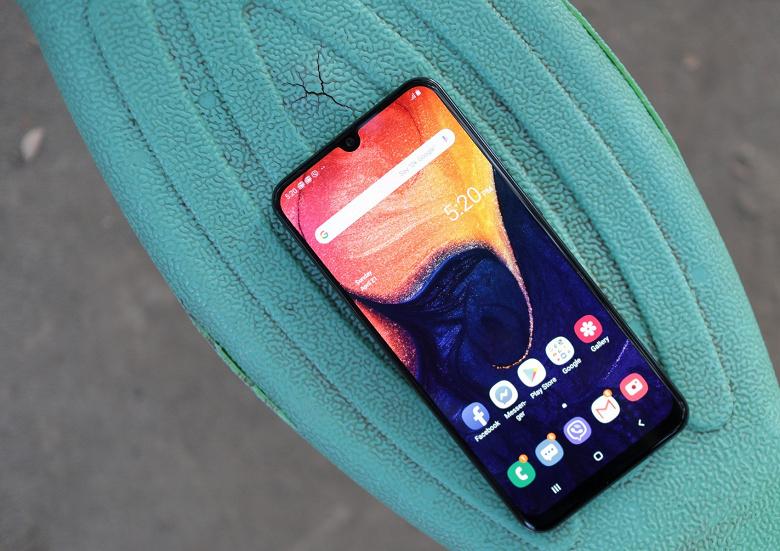 Бестселлер Samsung получил обновление, которое должно сделать его сканер отпечатков пальцев быстрее