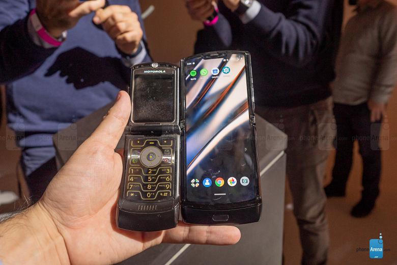 Motorola Razr — единственный гибкий смартфон, у которого не видно складку на экране