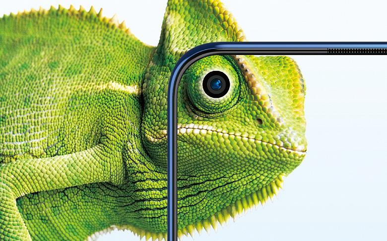 Первый смартфон с камерой в экране и ценой менее 9 000 рублей