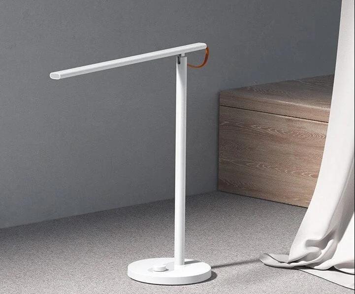 Представлена умная настольна лампа Xiaomi Mi Smart LED Desk Lamp 1S