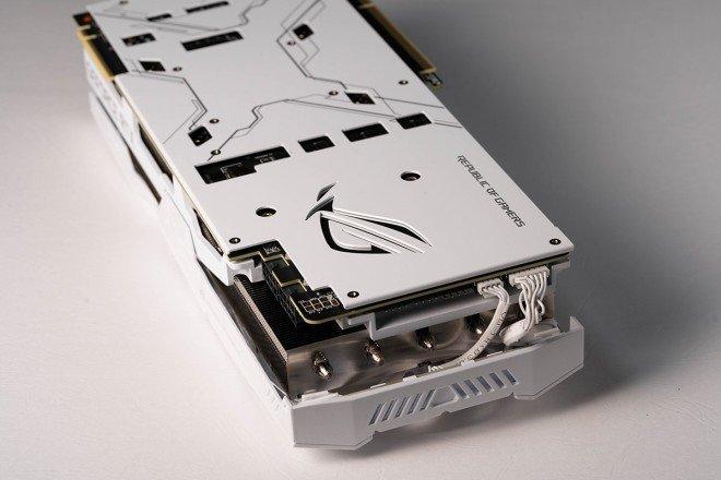 Появились изображения видеокарты Asus ROG Strix RTX 2080 Ti White Edition