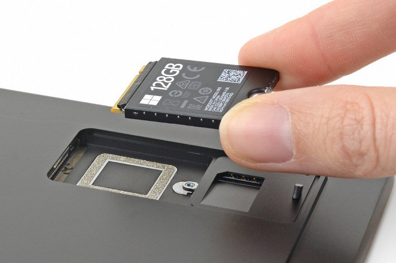 Ещё одна новинка Microsoft радует ремонтопригодностью